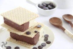 Helado de corte de nata y chocolate