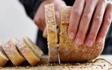 Lo que esconde el pan de molde que se vende con un cierre de plástico rojo, ¿qué significa?