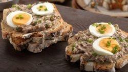 Sándwich vegetal de atún y huevo, receta rápida para una cena excepcional