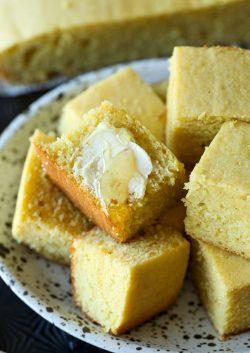Receta de pan de maíz con crema agria súper simple