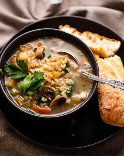 Sopa De Cebada Perlada |  RecetaTin Eats