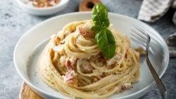 Espaguetis a la pimienta con jamón ibérico, receta fácil de preparar y deliciosa